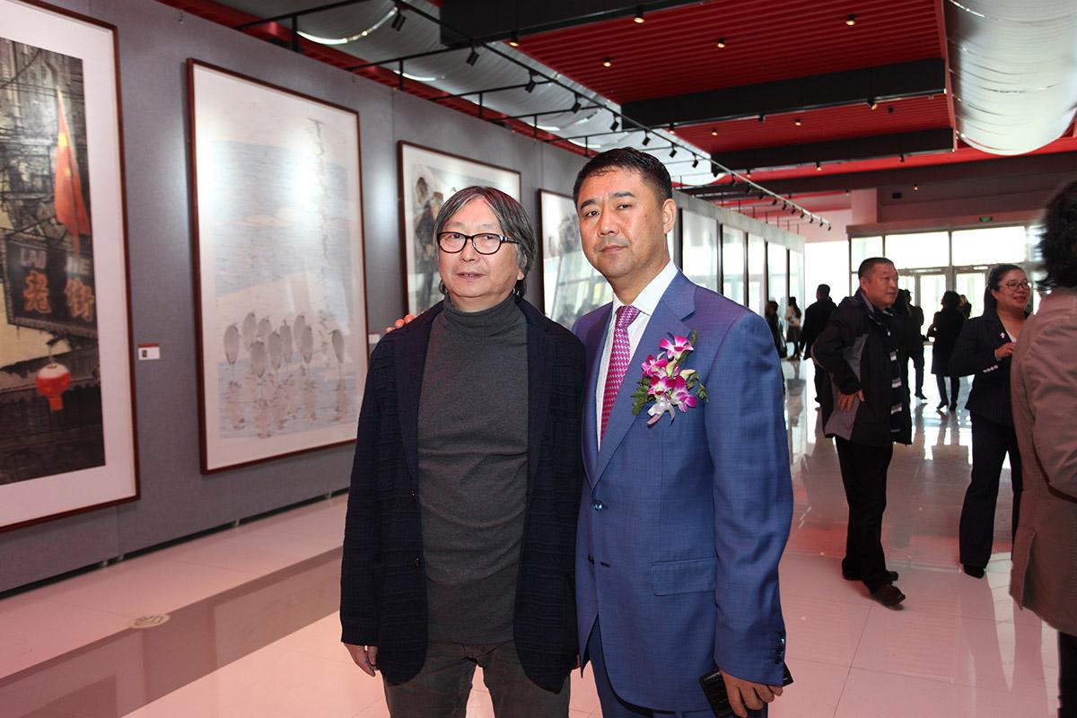 画家黄洪涛-昌宇集团董事长李刚在画展合影